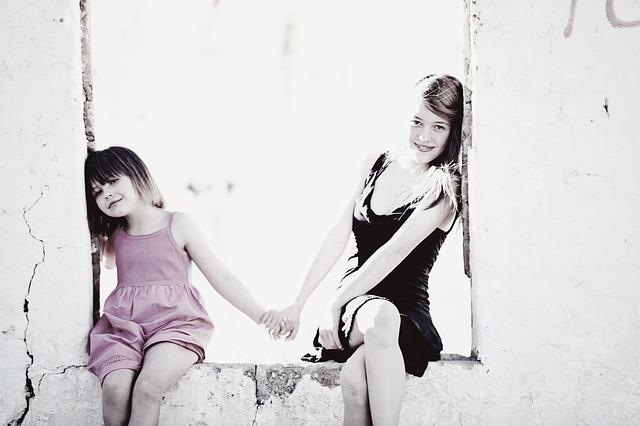 sisters-838985_640