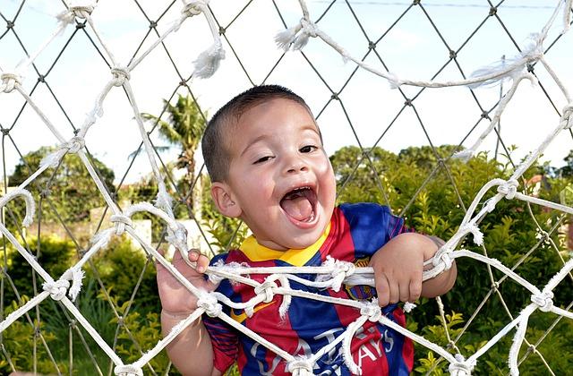 child-783987_640